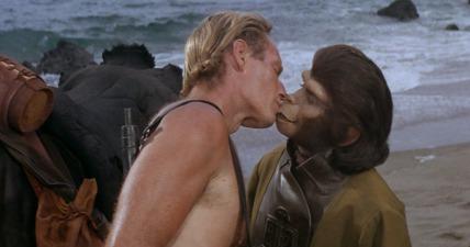Taylor-and-Zira-Kiss