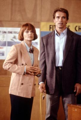 KINDERGARTEN COP, Pamela Reed, Arnold Schwarzenegger, 1990, (c)Universal