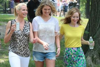 """NEW YORK, NY - JUNE 27: Cameron Diaz and Kate Upton with Leslie Mann sighting on the set of """"The Other Woman"""" on June 27, 2013 in New York City. (Photo by Ignat/Bauer-Griffin/GC Images)"""