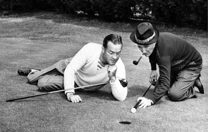 Dec. 8, 1946: Bob Hope admires technique of Bing Crosby in promotion photo for golf exhibition in Inglewood. Hope and Crosby also enterained guests at the Times Sports Award Dinner on Dec. 26, 1946.