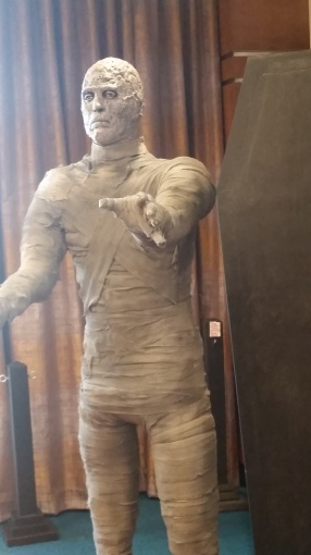 lee as mummy statue